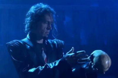 Hamlet-in-Rock-Skull